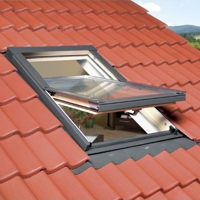 Optilight centre pivot roof window
